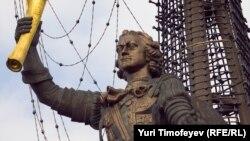 Споменикот на Петар Велики во Москва
