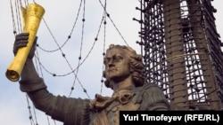 Памятник Петру I на стрелке Москвы-реки