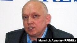 """Тіркелмеген """"Алға"""" партиясының жетекшісі Владимир Козлов."""