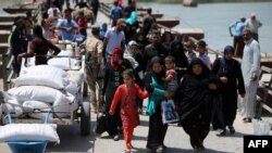 Displaced Sunni Iraqis, who fled the violence in the Iraqi city of Ramadi, arrive at the outskirts of Baghdad in April.