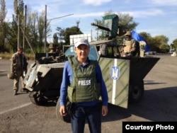 Журналист Касым Аманжолов во время поездки в Украину.