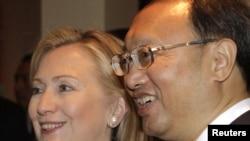 Һиллари Клинтон һәм Яң Цзечи