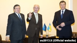 Jose Manuel Barroso, Herman Van Rompuy and Viktor Yanukovych at a meeting in Vilnius.