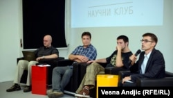 Učesnici tribine: dr Milan Ćirković (L), dr Milovan Šuvakov, dr Oliver Tošković, Slobodan Bubnjević (moderator)