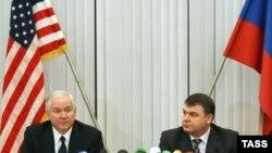 وزیر دفاع آمریکا در گفت و گو با مقامات روسیه