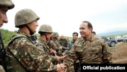 Nagporno Karabakh - Armenia's Prime Minister Hovik Abrahamian inspects frontline troops, 8May, 2016