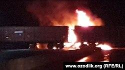 После столкновения с поездом грузовик турецкой компании загорелся.