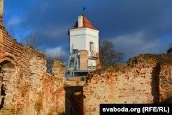 Вежа з флюгерам