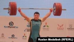 Жасулан Кадырбаев на чемпионате мира в Алматы. 14 ноября 2014 года.