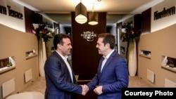 Kryeministri maqedon, Zoran Zaev dhe homologu i tij grek, Alexis Tsipras