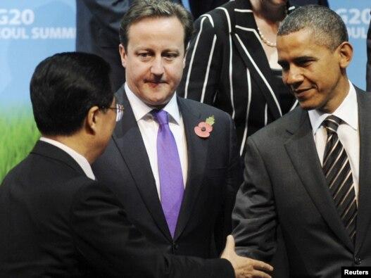 Samitu G20, američki predsednik Barak Obama (desno), sa svojim kineskim kolegom Hu Đintao (levo) i britanski premijer Dejvid Kameron, Seul, 12. novembar 2010.