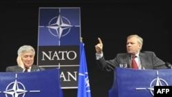 NATO-nun Buxarest sammitində Almaniya Gürcüstanla Ukraynanın üzvlüyünün əleyhinə çıxış etmişdi. Görünür, dəyişən situasiya köhnə qərarlara yenidən baxmağı tövsiyə edir
