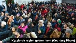 Люди, пришедшие на день открытых дверей, организованный акиматом Кызылординской области, 9 февраля 2019 года.