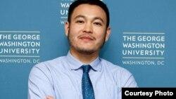 Гражданин Кыргызстана Тенгиз Сыдыков, сын бывшего посла Кыргызстана в США Замиры Сыдыковой, подозреваемый в причастности к контрабанде оружия.