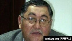 """""""Жас алаш"""" газетінің бас редакторы Рысбек Сәрсенбай. Алматы, 23 желтоқсан 2011 жыл."""