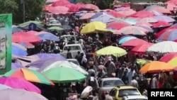 شماری از شهروندان در شهر کابل