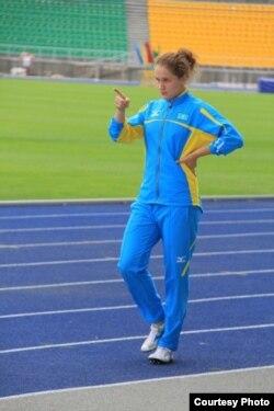 Қазақстандық жеңіл атлет Виктория Зябкина жаттығу кезінде. Жеке мұрағаттағы сурет.