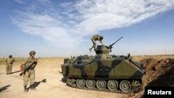 Турецкие военнослужащие на участке турецко-сирийской границы.