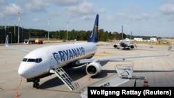 Ryanair uçaq şirketiniñ uçağı. Arhivden alınğan fotosuret