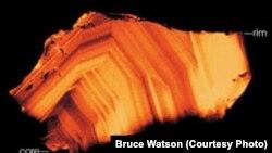 سنگی به قدمت چهار ميليارد و ۴۰۰ ميليون سال