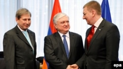 Belgium -- (L-R) EU Enlargement Commissioner Johannes Hahn, Armenian Foreign Minister Edward Nalbandian and Latvian Foreign Minister Edgars Rinkevics pose prior to EU Armenia association council at EU headquarters in Brussels, January 20, 2015