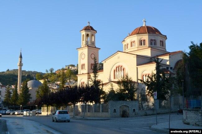 Прыклад зьмяшаньня культур у Бераце