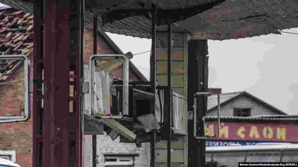 Наслідки боїв за автостанцію. Більшіть будинків навколо знищені внаслідок обстрілів