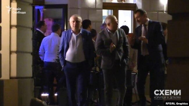 Близько до першої ночі гості Дмитра Фірташа почали розходитись із ресторану