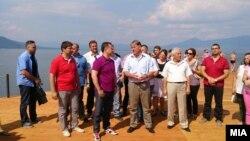 Премиерот на плажата Стење во Преспа.