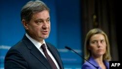 Босния және Герцеговина премьер-министрі Денис Звиздич (сол жақта) пен ЕО-ның сыртқы саясат жөніндегі комиссары Федерика Могерини.
