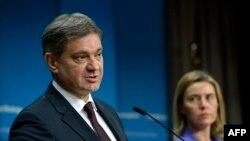 Боснийский премьер Денис Звиздич (слева) и представитель ЕС по внешней политике Федерика Могерини.