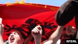 Архивска фотографија: Протести на албански невладини организации, Скопје, 2010.