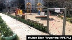 Детская площадка закрыта «на карантин»