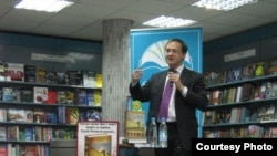 Vladimir Medinsky, Lyubimova's predecessor, presents his book The Wall at a Moscow bookstore.