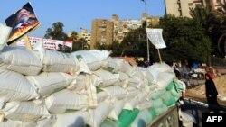 Барикади прихильників «Мусульманського братства» в Каїрі, Єгипет, 31 липня 2013 року