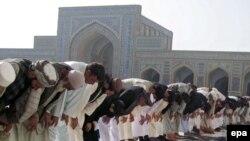 Треть опрошенных считает, что религиозные предписания для мусульман в западных странах должны быть смягчены