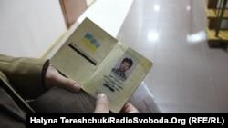 Житель Львова Святослав Литинский добился через суд выдачи паспорта без дублирования данных на русском языке