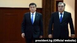 Президенты Кыргызстана и Таджикистана Сооронбай Жээнбеков и Эмомали Рахмон. Душанбе, 1 февраля 2018 года.