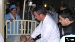 Bahəddin Həziyev Kliniki Tibbi Mərkəzin reanimasiya şöbəsində, 19 may 2006