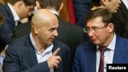 Юрий Луценко (справа)