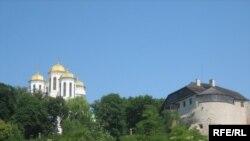 Родовий замок князів Острозьких і Богоявленський собор XV століття