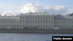 Санкт-Петербург давлат университетининг Филология факультети биноси (Санкт-Петербург шаҳри)