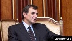 Колишній посол США в Україні Карлос Паскуаль