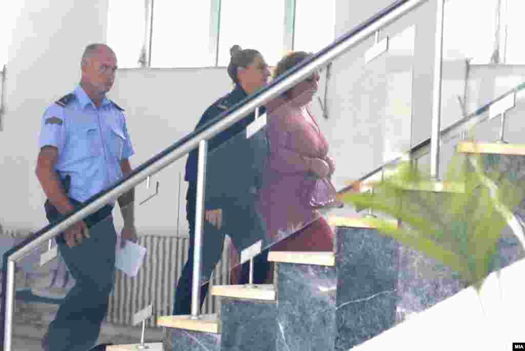 МАКЕДОНИЈА - Поранешната специјална обвинителка Катица Јанева, која се наоѓа во притвор за случајот Рекет побарала апанажа. Нејзината адвокатка вели дека Јанева има право на тоа.