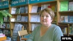 Бакытгуль Стамбекова, работник библиотеки №6. Семей, октябрь 2009 года.