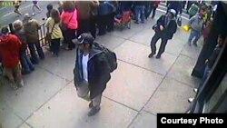 Обнародованные ФБР кадры видеозаписи, запечатлевшие подозреваемых