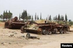 Танки российского производства армии Башара Асада, уничтоженные повстанцами в провинции Идлиб