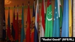 Arxiv foto: Tacikistanda MDB liderlərinin sammiti zamanı, 2011-ci il