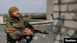 Украинские военный на посту близ Авдеевки. Донецкая область, 8 сентября 2014 года.