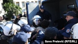 Стычки демонстрантов с полицией в Монтенегро